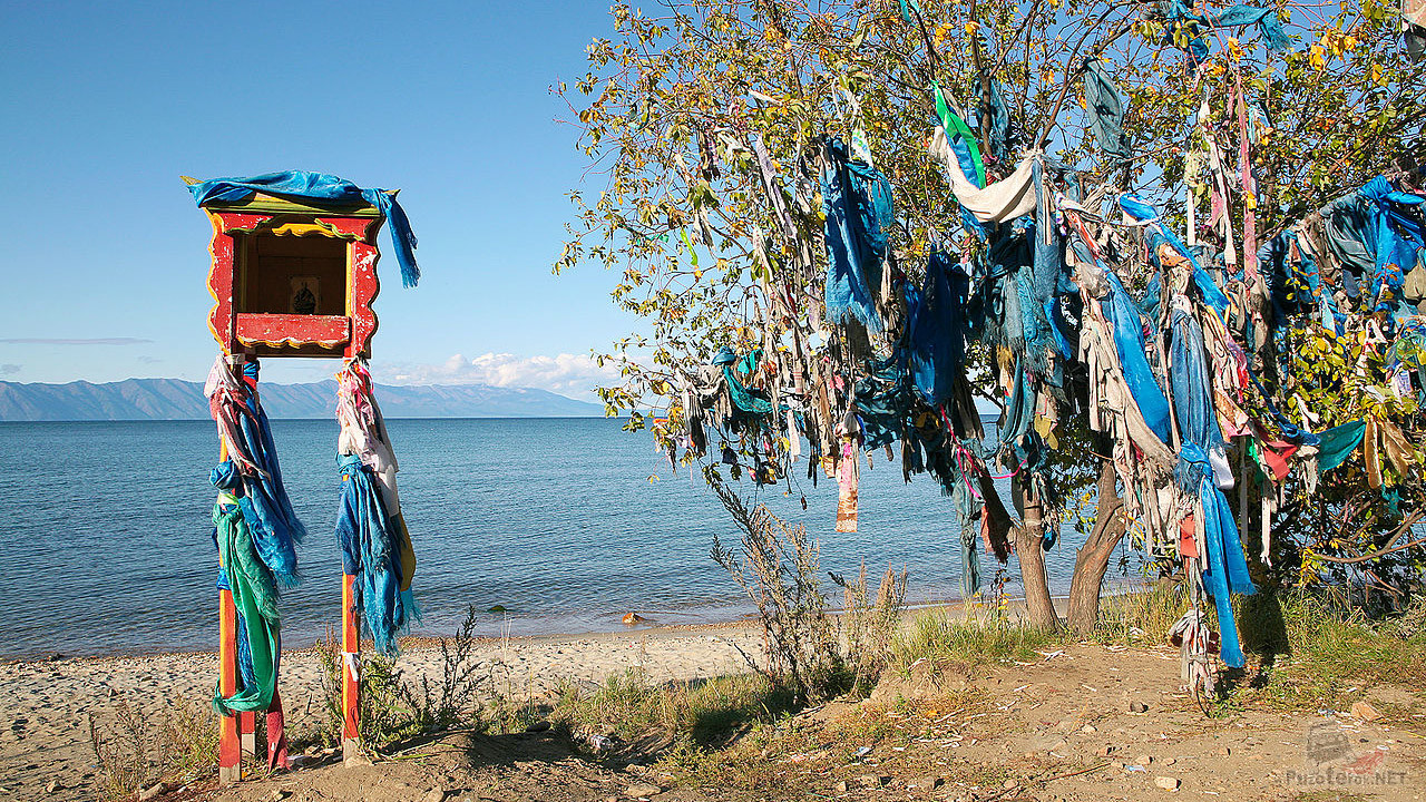 Место поклонения на берегу Байкала