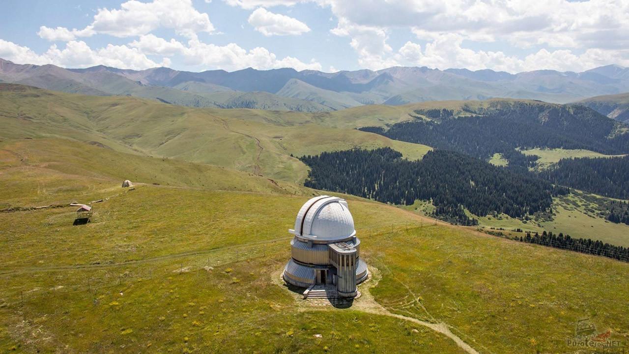 Обсерватория на панораме плато