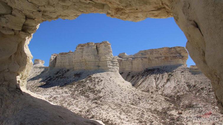 Пещеры в меловых скалах