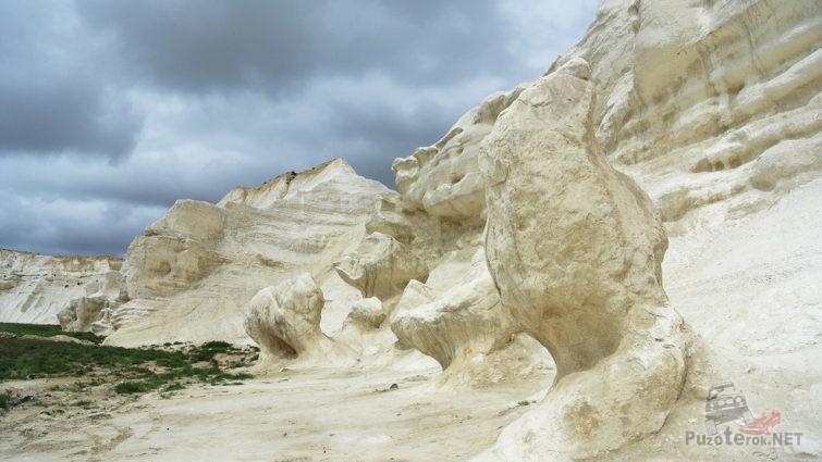 Причудливые меловые скалы Западного Казахстана