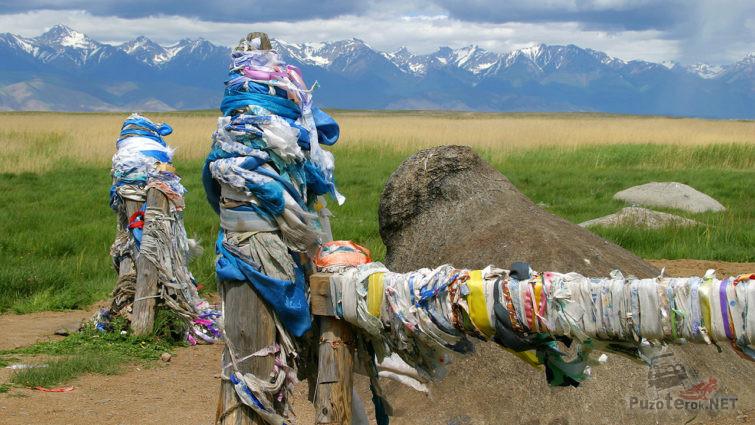 Шаманский Бык-камень в Баргузинской долине