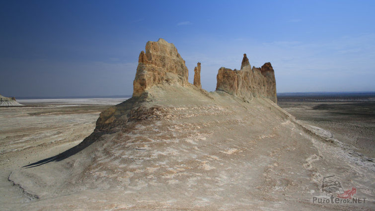 Скальные замки Устюрта
