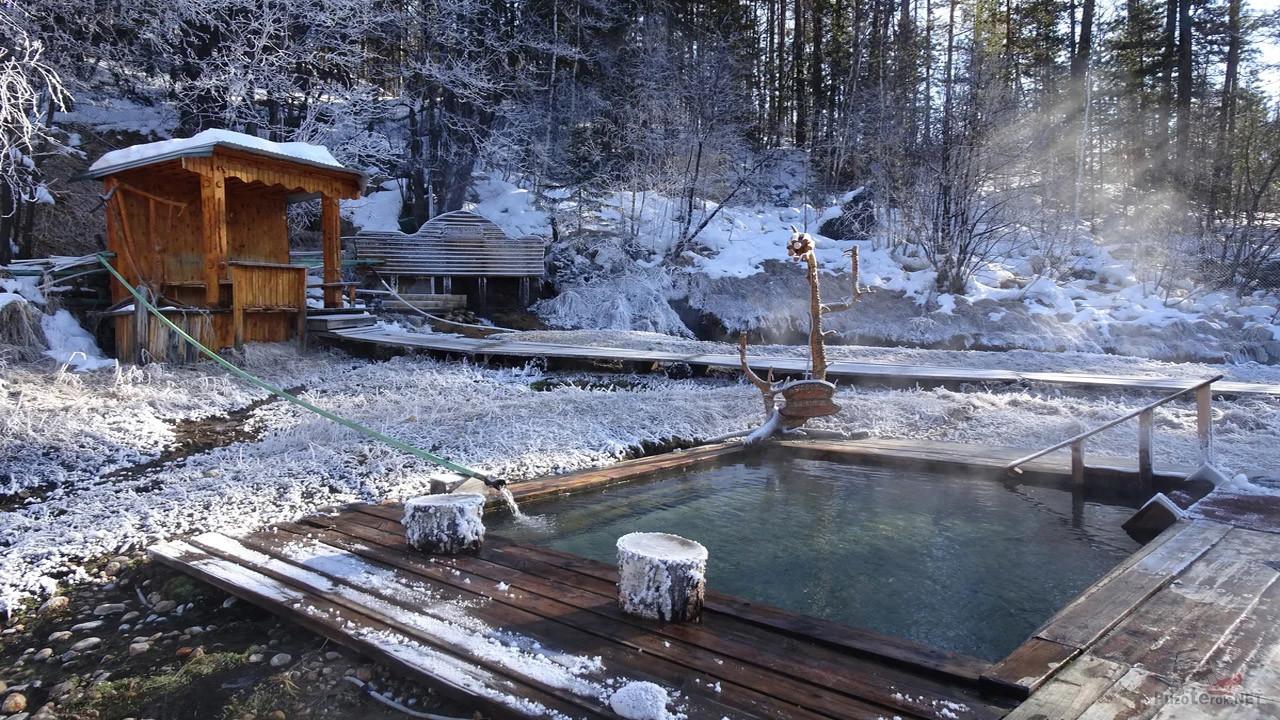 Термальный источник среди зимы