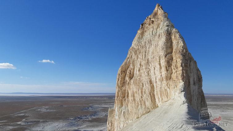 Вершина скального замка над пустыней