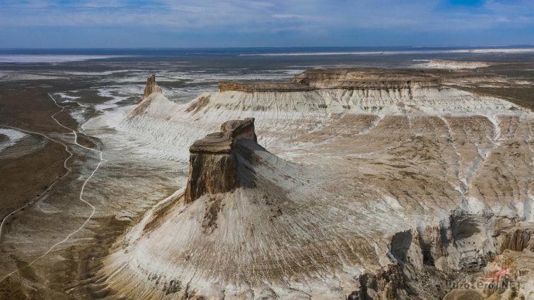 Вид с высоты птичьего полёта на плато Устюрт