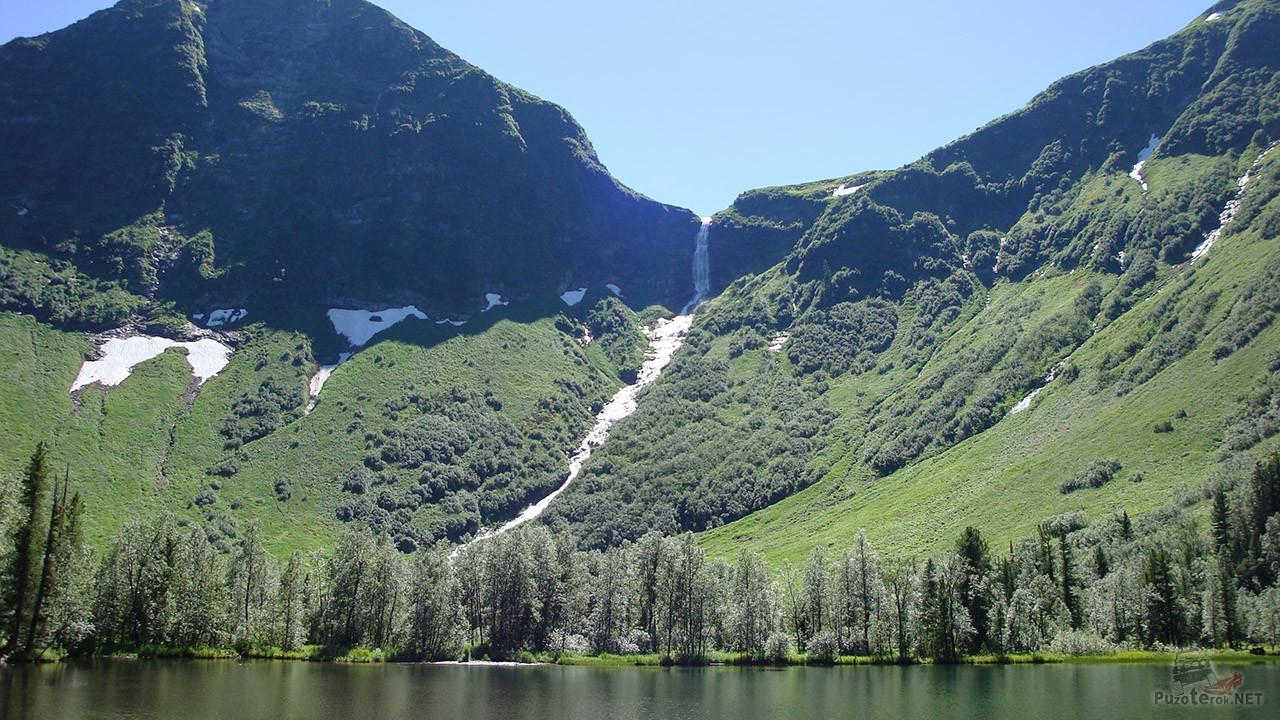 Водопад в изумрудных Саянах