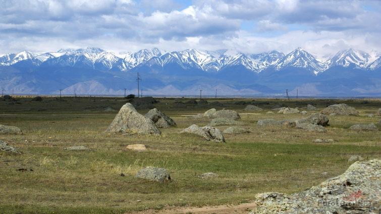 Баргузинский хребет над садом камней