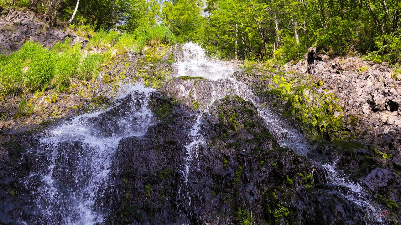 Двухступенчатый 30-ти метровый водопад