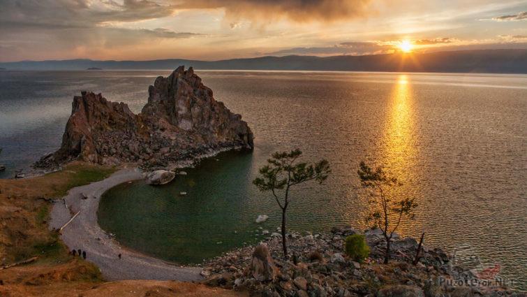 Летний закат над Байкалом