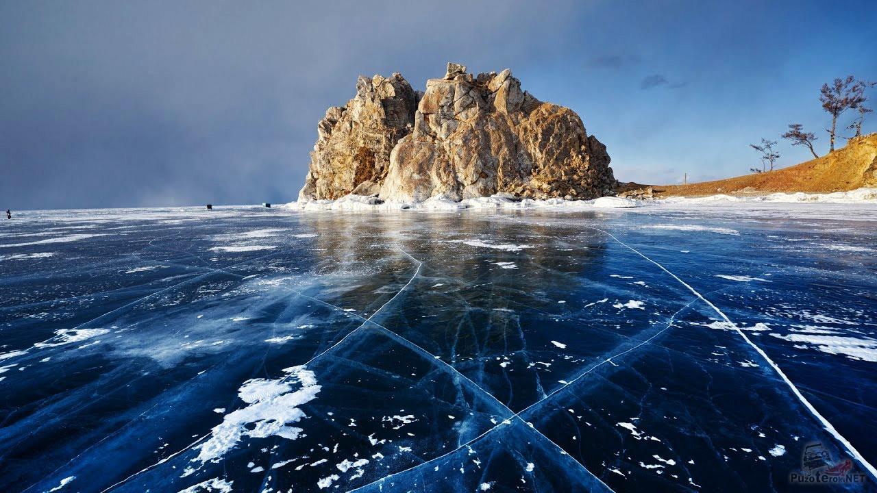 Синий лёд у подножья Шаманки