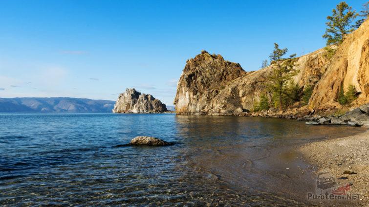 Вид с озера на скалу Шаманку