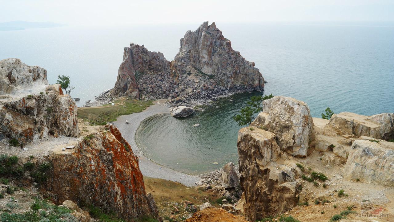 Вид с соседних скал на Шаманку