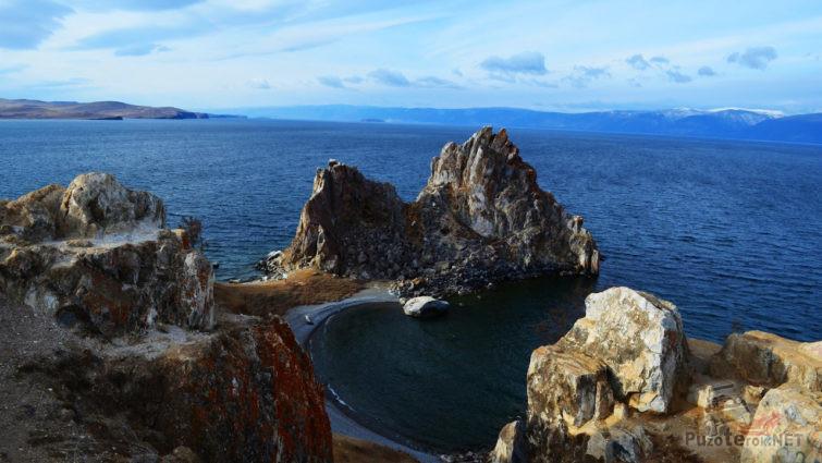 Вид с вершины скалы на Шаман-камень