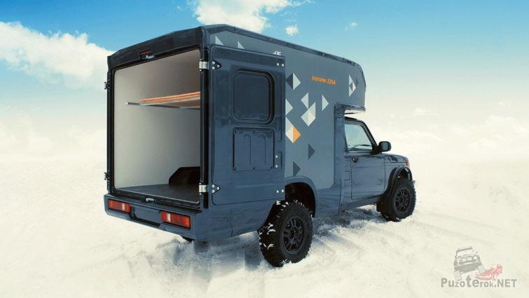 Нива-фургон с открытыми дверями сзади