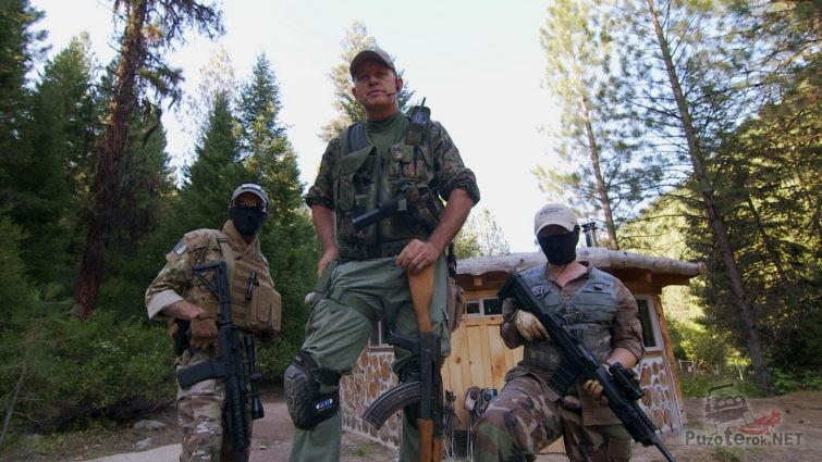 Группа вооружённых выживальщиков