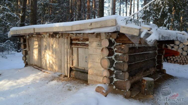 Изба в лесу для выживания