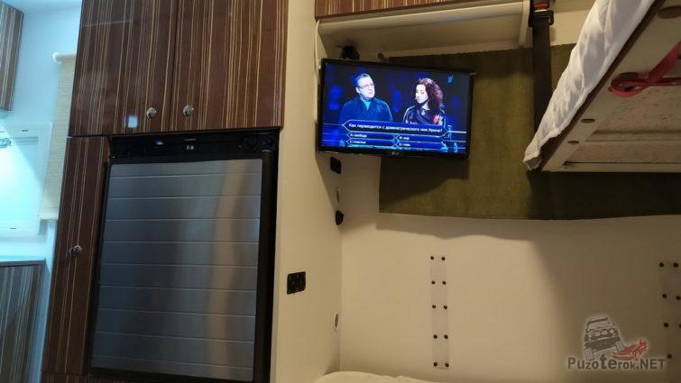 Мебель и телефизор в автодоме