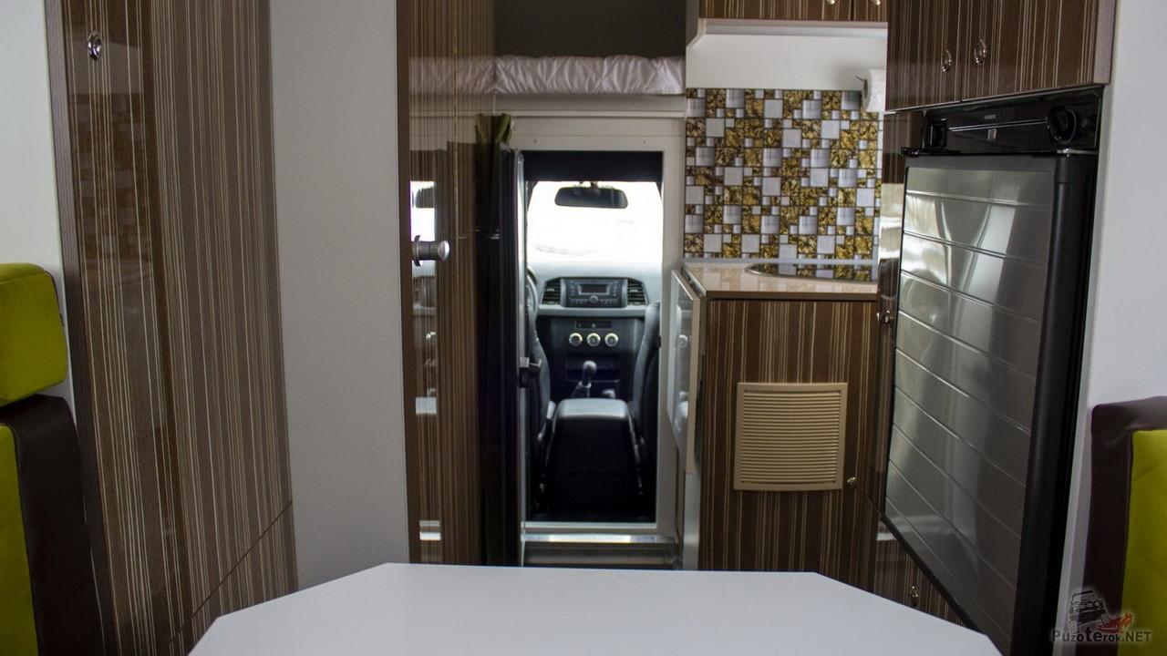 Проход в кабину из жилого модуля