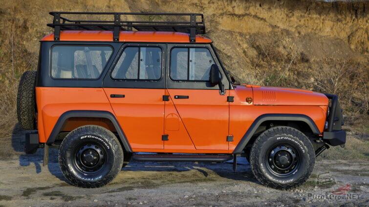 Оранжевый УАЗ Хантер вид сбоку