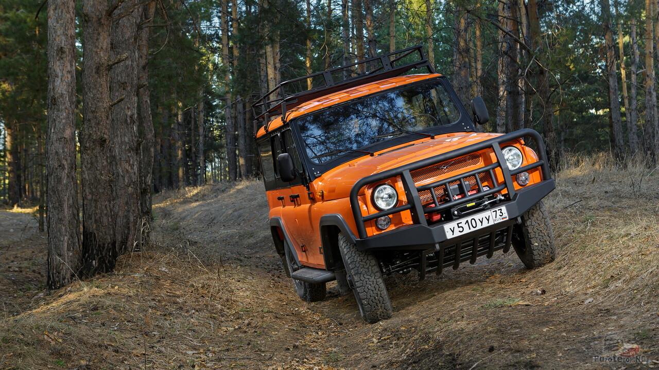 Оранжевый экспедиционный УАЗ Хантер