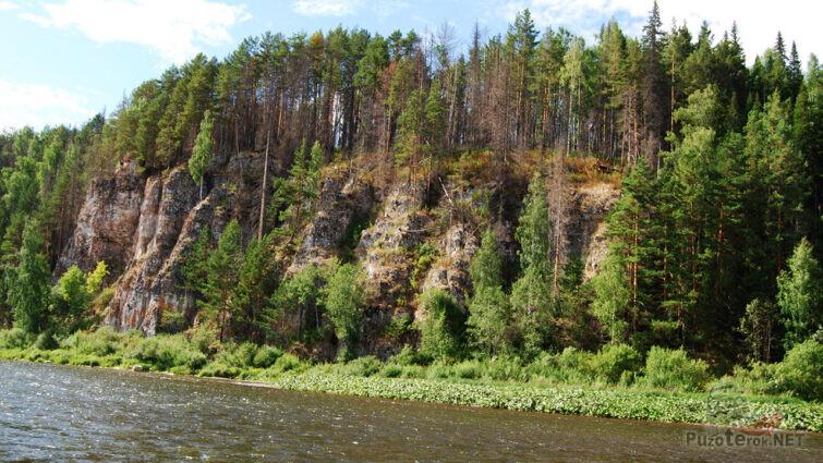 Скала Камень Дождевой на реке Чусовая