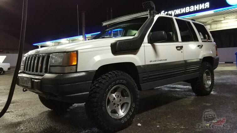 Шноркель на белом Jeep Grand Cherokee