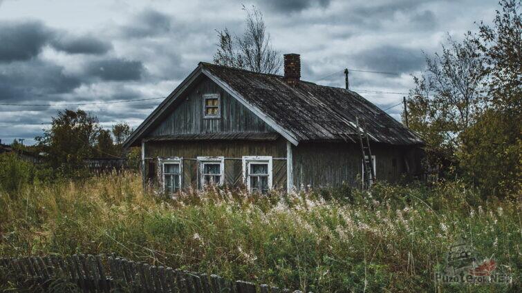 Старый обветшалый дом