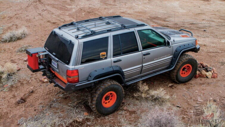 Тюнингованный Jeep Cherokee сверху