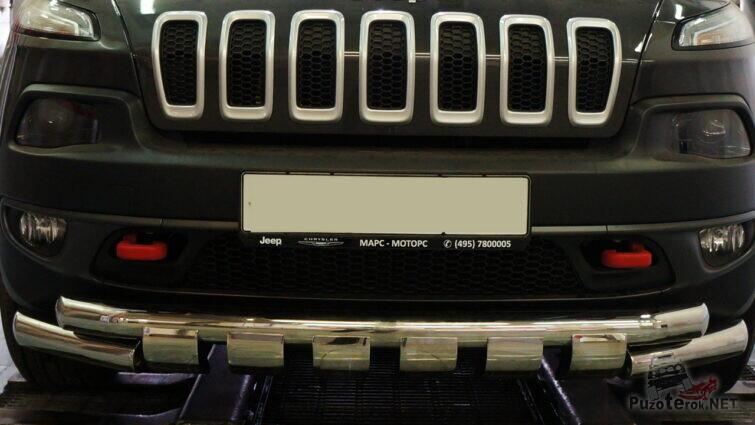 Защита переднего бампера на авто