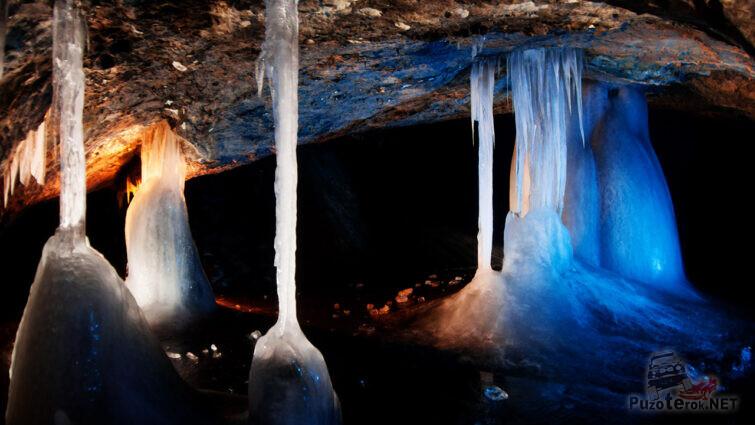 Изящные ледяные колонны
