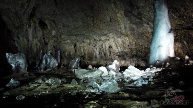 Ледяные украшения Аскинской пещеры