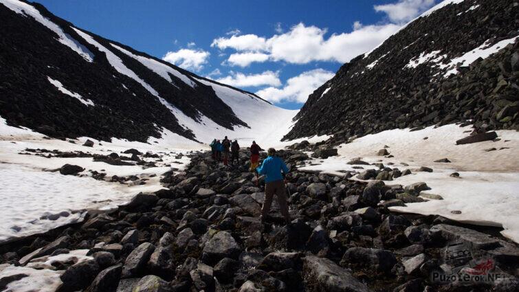 Начало подъёма к вершине горы Народная
