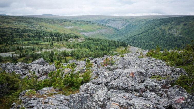 Панорама хребта Кваркуш на Северном Урале