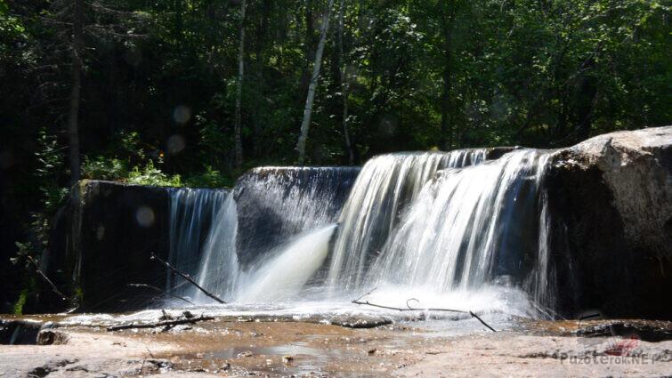 Порог на вершине водопада