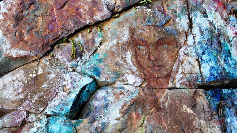 Портрет Хозяйки медной горы на скале Азов-горы