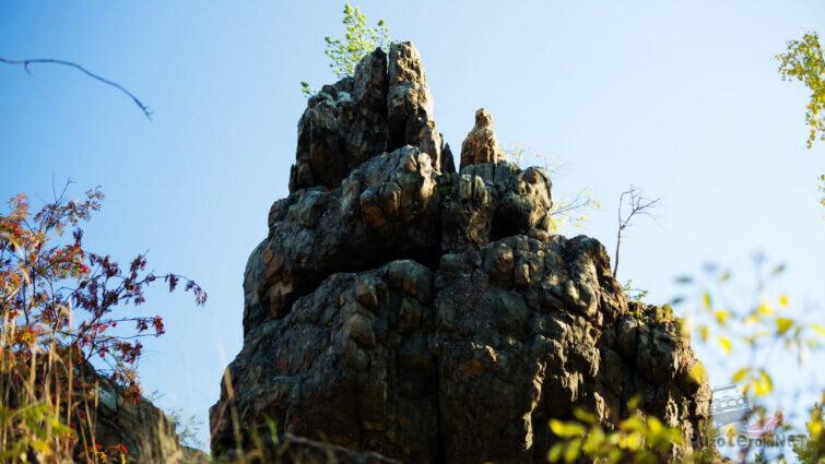 Скала из вулканических пород
