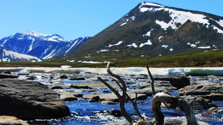 Стремительная горная речка