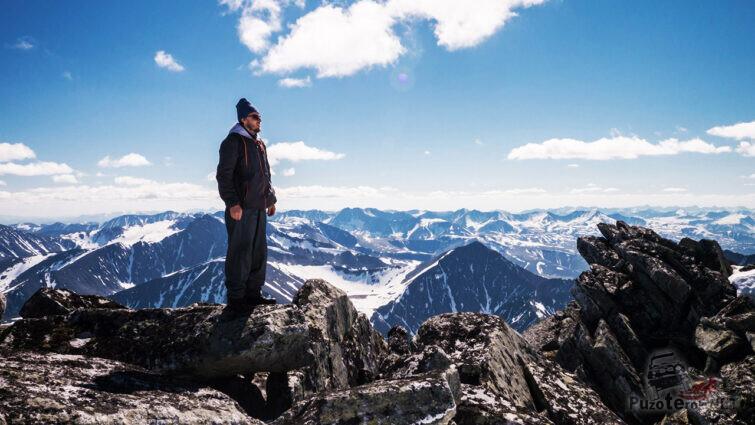 Турист на вершине горы - 1895 м