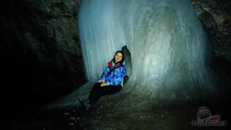 Туристка в царстве льда
