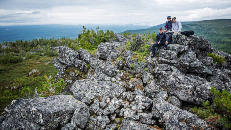 Туристы на каменных россыпях