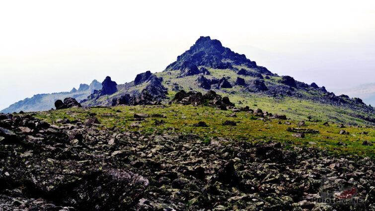 Вершина горы Конжаковский камень