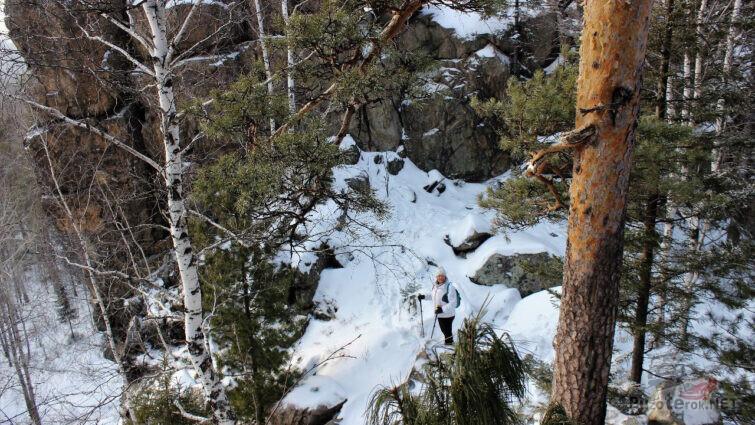Вид со скалы на вершине горы