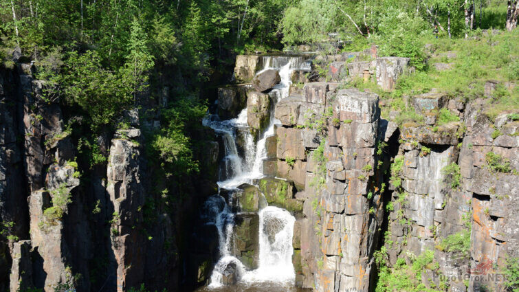 Живописный Уковский водопад