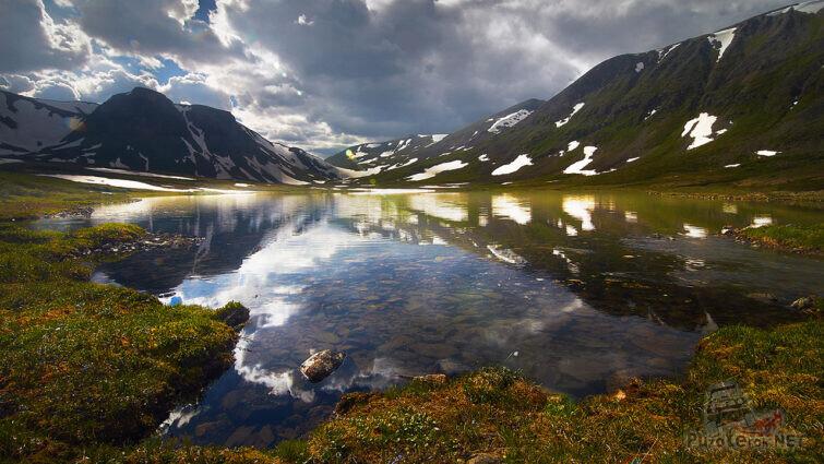 Зеркальная гладь озера Хара-Нур