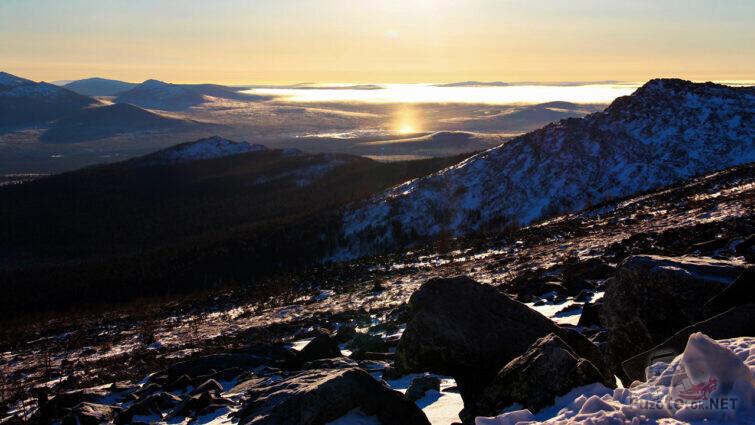 Зимний рассвет в Уральских горах Свердловской области