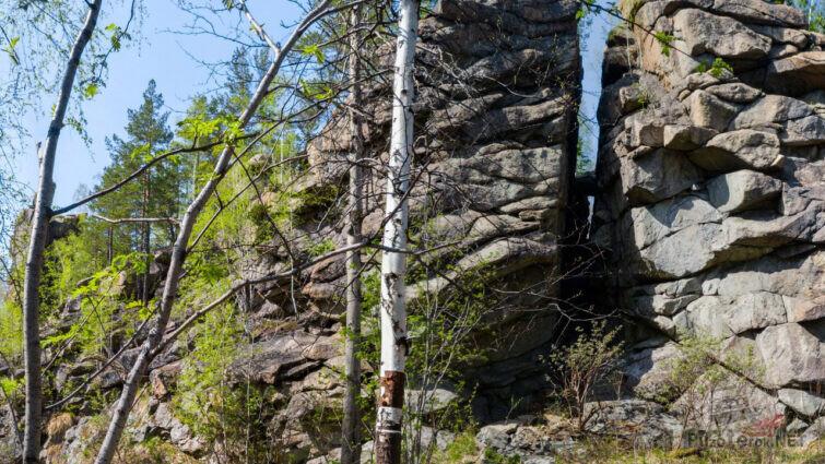 Знаменитая расщелина в скале