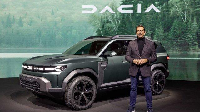 В сети появились первые фото интерьера нового Dacia Bigster