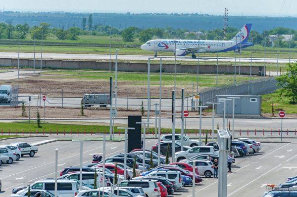 Как найти бесплатные стоянки у аэропортов?